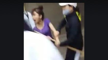 Nữ sinh đánh hội đồng: Khuyên bạn dùng tay đập vỡ mặt