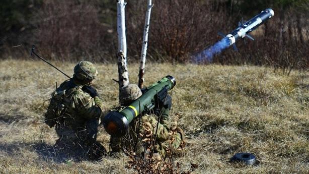 Lính dù Mỹ nã đạn ở châu Âu
