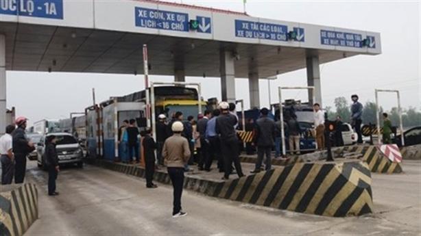 BOT Quảng Bình từ chối giảm phí: Dân nghèo sao chịu nổi?