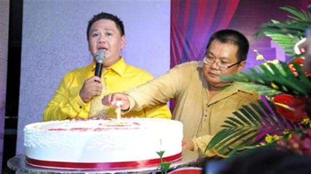 Anh trai Minh Béo sang Mỹ ngăn em trai tự tử
