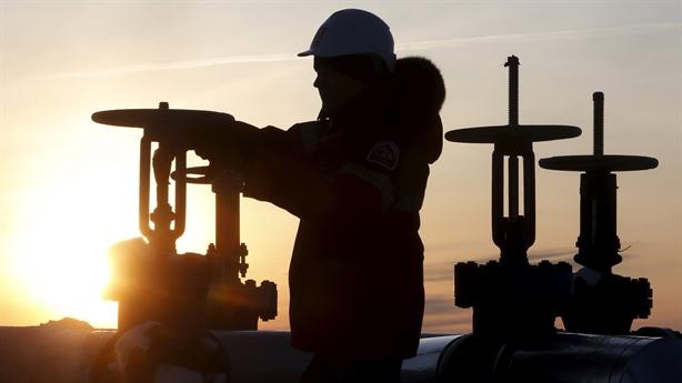 Giá dầu tăng mạnh nhờ tin đồn cú bắt tay Nga-Saudi Arabia