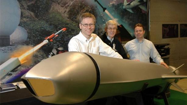Chiến hạm Mỹ dựa vào tên lửa nước ngoài để ra oai