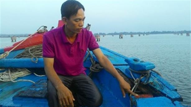 Tàu cá Quảng Nam bị tàu lạ đâm ở biển Hoàng Sa