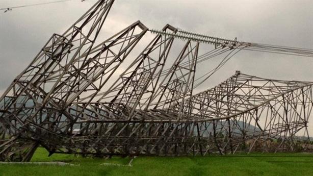 Gió thổi cột điện cao thế ngã vật: Lộ tất cả?