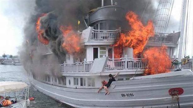 Tuần Châu cháy du thuyền hạng sang, du khách lao xuống biển