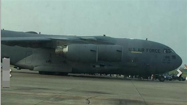 Siêu vận tải cơ C-17 bất ngờ xuất hiện tại Nội Bài