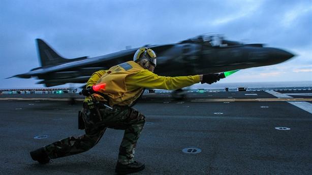 Máy bay AV-8B Harrier Mỹ 'vô địch' gặp nạn