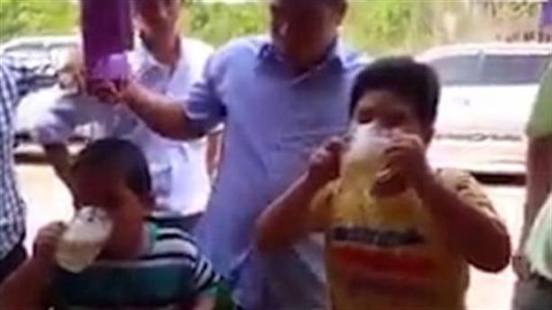 Ép trẻ uống bia đến ói: Có thể khởi tố hình sự