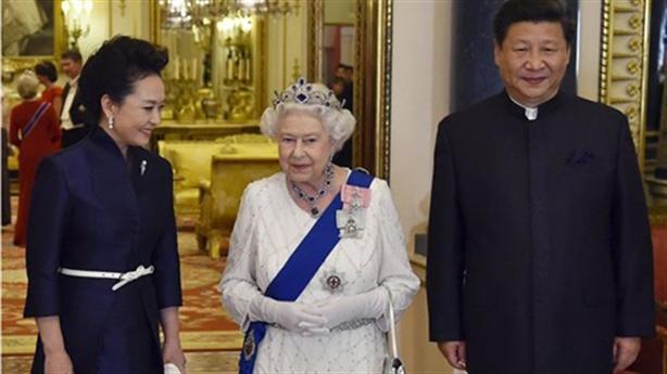 Nữ hoàng Anh chê quan chức Trung Quốc thô lỗ