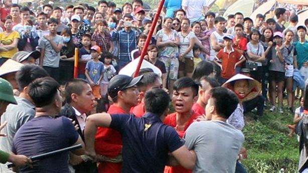 Hội Gióng: Phải cắt chiếu vì sợ người Việt cướp, đánh nhau