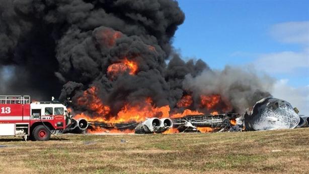 Hình ảnh B-52 cháy thành tro tại Guam