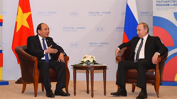 Thủ tướng thăm Nga: Ông Putin khẳng định lập trường Biển Đông