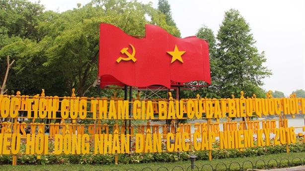 Hà Nội rực rỡ cờ hoa trước ngày bầu cử