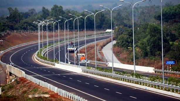 Hạ tiêu chuẩn và hội chứng đường cao tốc Việt Nam