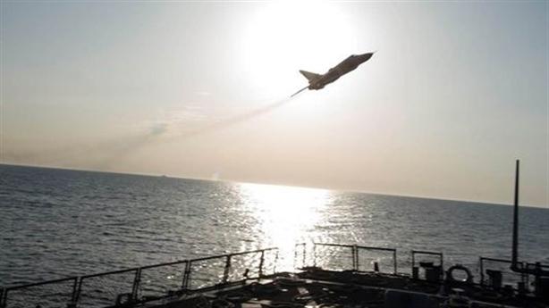 Clip mới tiêm kích Nga cạo đầu tàu chiến Mỹ