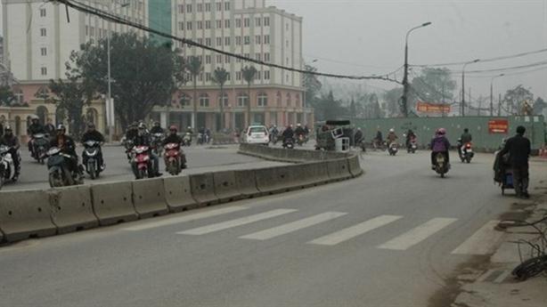 Đường Trường Chinh 'cong mềm mại' tiếp tục chậm tiến độ