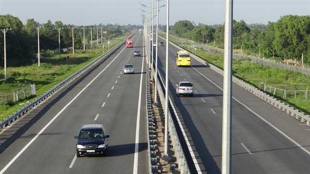 Hạ chuẩn đường cao tốc: Việt Nam nên làm vì...