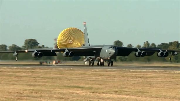 B-52 'lên gồng' sau khi gặp tai tiếng