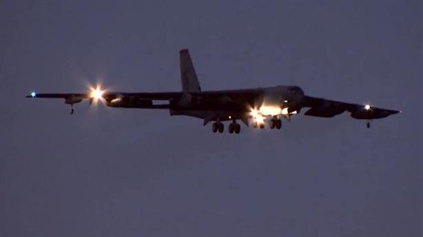 Máy bay B-52 lột xác vẫn kém Tu-160