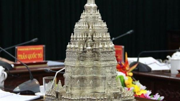 Tháp Phật giáo lớn nhất thế giới: Hoành tráng để làm gì?