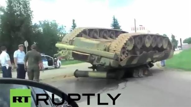 T-80 và 'xe tăng bay' Nga thi nhau trắng bụng