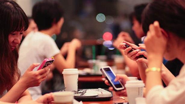Vẫn say smartphone, người Việt ''giết'' thêm thời giờ?