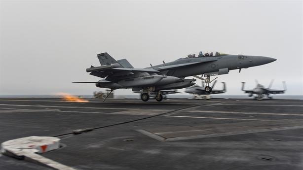 Dùng tàu sân bay, Mỹ dồn dập tấn công IS