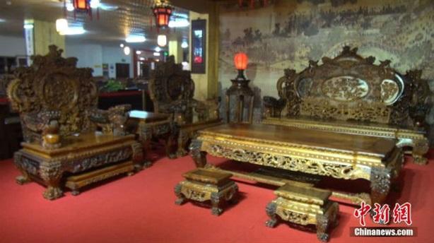 Bộ bàn ghế 700 tỷ vượt mặt đại gia Minh Sâm