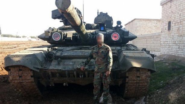Nga: Tăng T-90 bị phiến quân bắt sống do chết máy