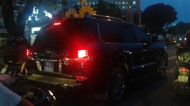 Phó chủ tịch đi Lexus gắn biển xanh: Thông tin ngược