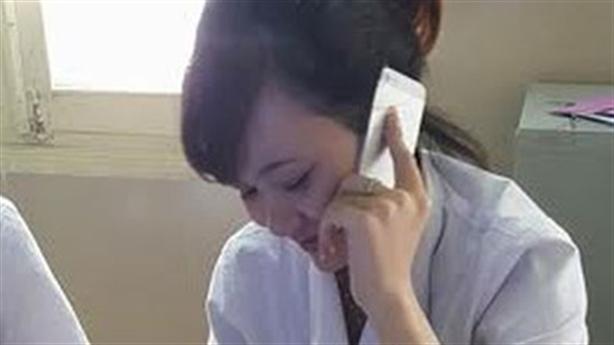 Dân xếp hàng chờ nhân viên BV Bạch Mai 'buôn' điện thoại