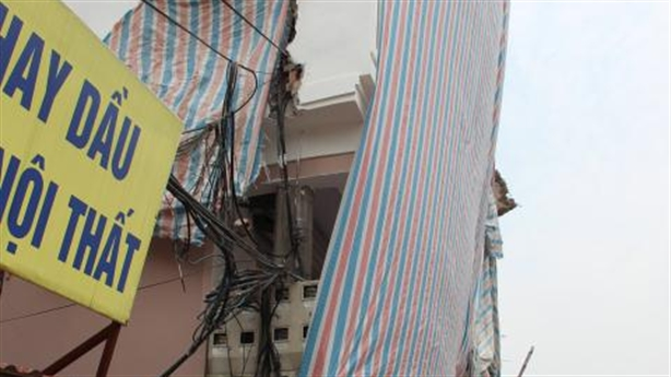 """Cột điện """"mọc"""" xuyên nhà: Chủ tịch Hà Nội chỉ đạo nóng"""