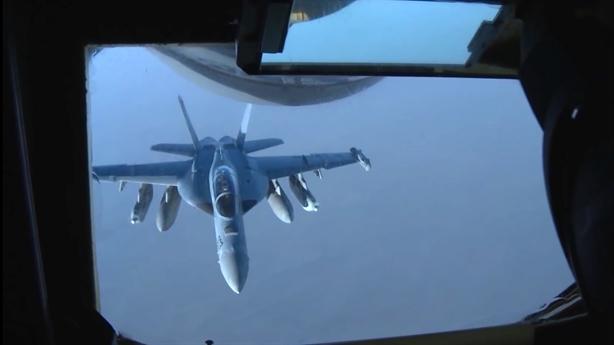 Mỹ điều gấp E/A-18G đến Biển Đông khi TQ bắn đạn thật