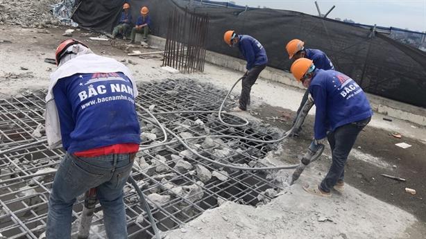 Ảnh nóng: Nhà thầu mới cắt ngọn 8B Lê Trực