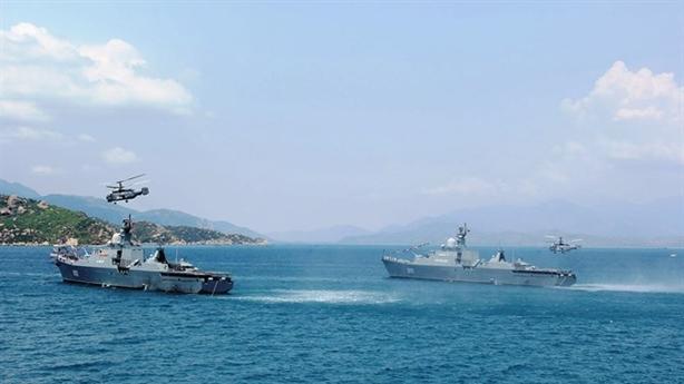 Xem Lữ đoàn 954 hợp luyện trên biển