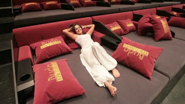 Rạp chiếu phim giường nằm: Đừng biến rạp chiếu thành khách sạn