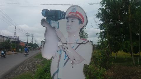 Hình nộm CSGT ở Cần Thơ: Bạc mặt vì dân