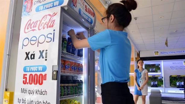 Tủ nước 5.000 đồng tự trả: Người Việt học cách tin nhau