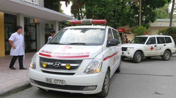 Bảo vệ viện nhi chặn xe cứu thương: Độc quyền, bán 'lốt'