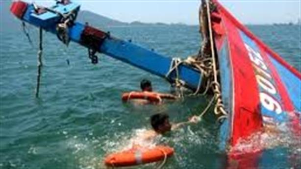 Tin mới đâm tàu cá Hoàng Sa, ngăn ngư dân cứu người