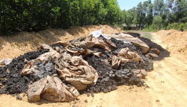 Chấn động Formosa chôn chất thải đầu nguồn nước sông