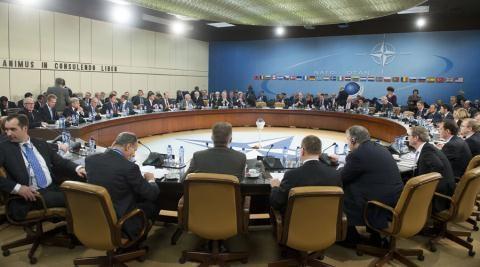 NATO tạo phép thử cho John Kerry đến Nga