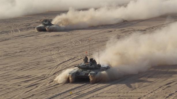 Hàng trăm chiếc T-72 đổ bộ xuống gần biên giới Trung Quốc
