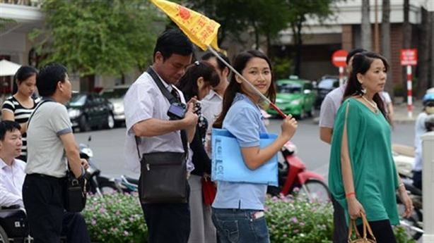 Tràn khách Trung Quốc: Đà Nẵng xử ngay, Khánh Hòa xin lỗi