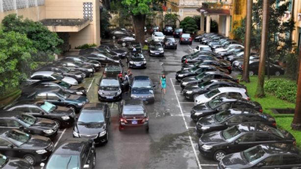 Hà Nội quyết khoán xe công: Làm ngay, đừng 'câu giờ'