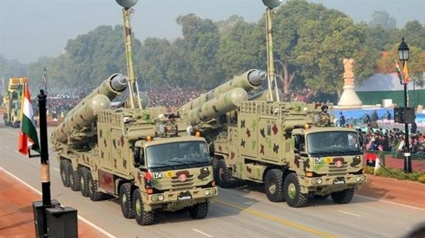 Sau T-72, tên lửa BarhMos ngập biên giới Trung Quốc