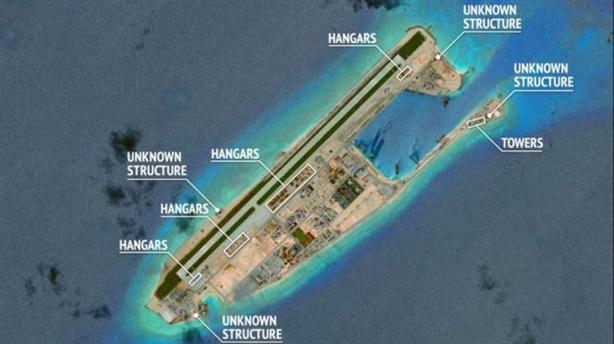 Trung Quốc đặt kho chứa máy bay trên biển: Chuyện không mới