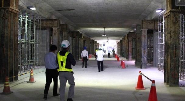 Cận cảnh nhà ga metro: Công trường khổng lồ dưới lòng đất