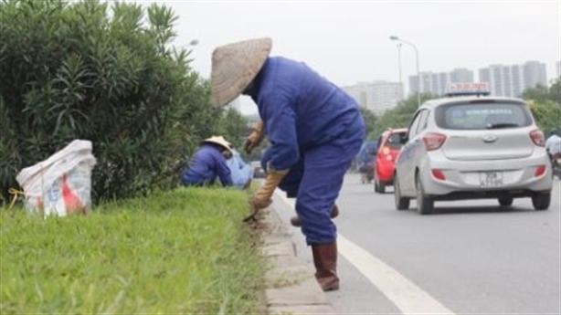 Hà Nội chi 53 tỷ đồng/năm cắt cỏ: Dừng là đúng