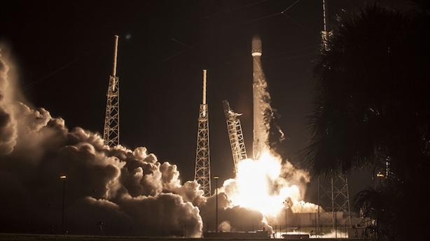 Tên lửa Falcon-9 của Mỹ tiếp tục tiếp đất thành công